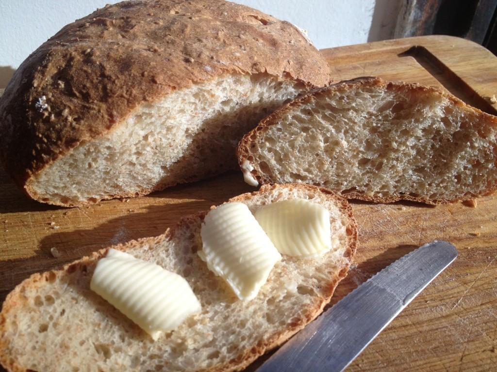 Pane allo yogurt e ai semi di sesamo con forno miele
